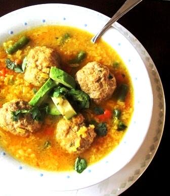 sopa-de-arroz-con-albondigas